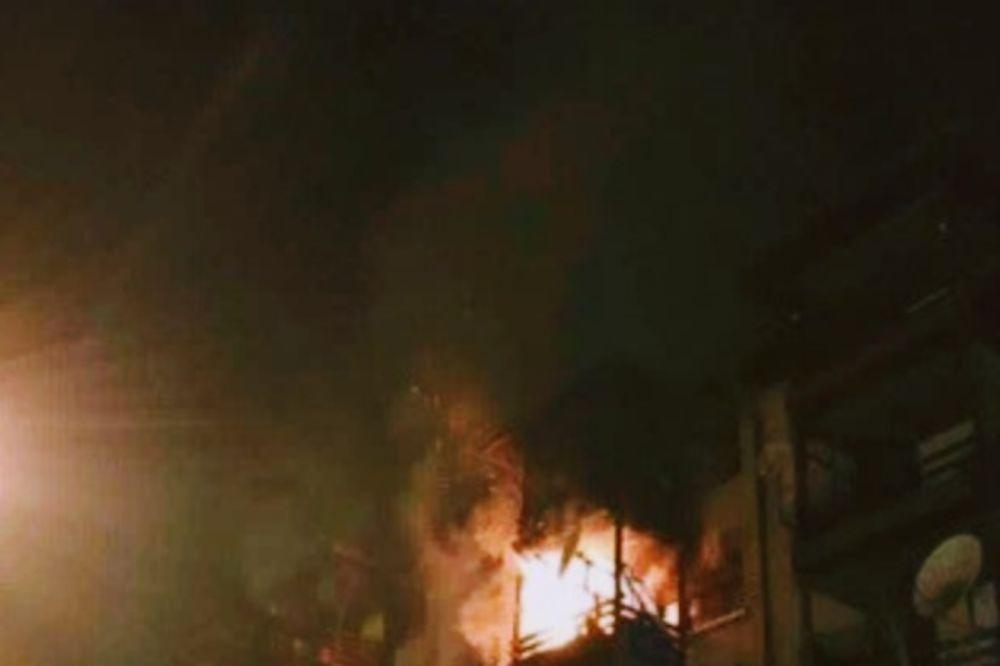 LOKALIZOVAN POŽAR U NOVOM PAZARU: Izgorela dva stana u zgradi Simpo
