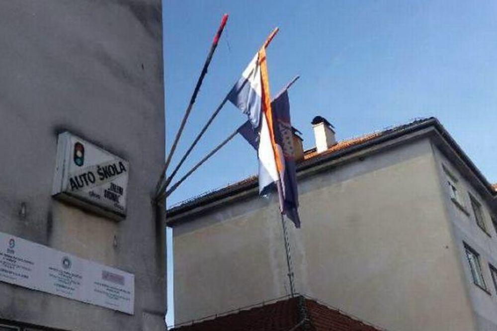 VANDALIZAM ILI SLUČAJNOST? U Glini izgorela srpska zastava, policija istražuje uzrok