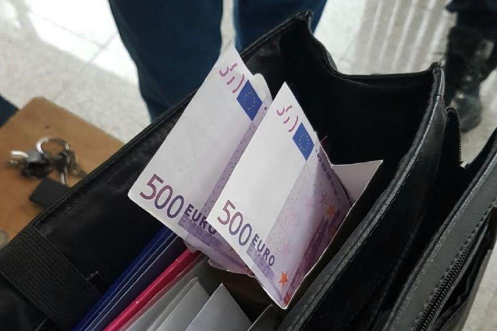 ZAPLENA NA GRANICI: Carinici u kutiji bombona otkrili 113.000 evra