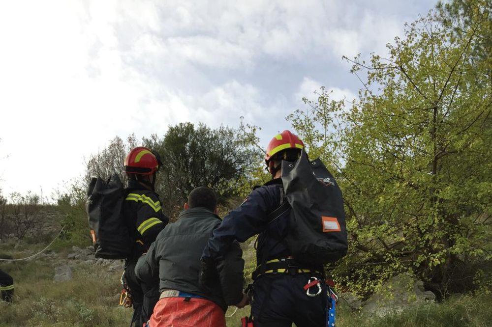 HRVAT IMAO SREĆE: Pao u provaliju duboku 100 metara i izvukao se bez povreda