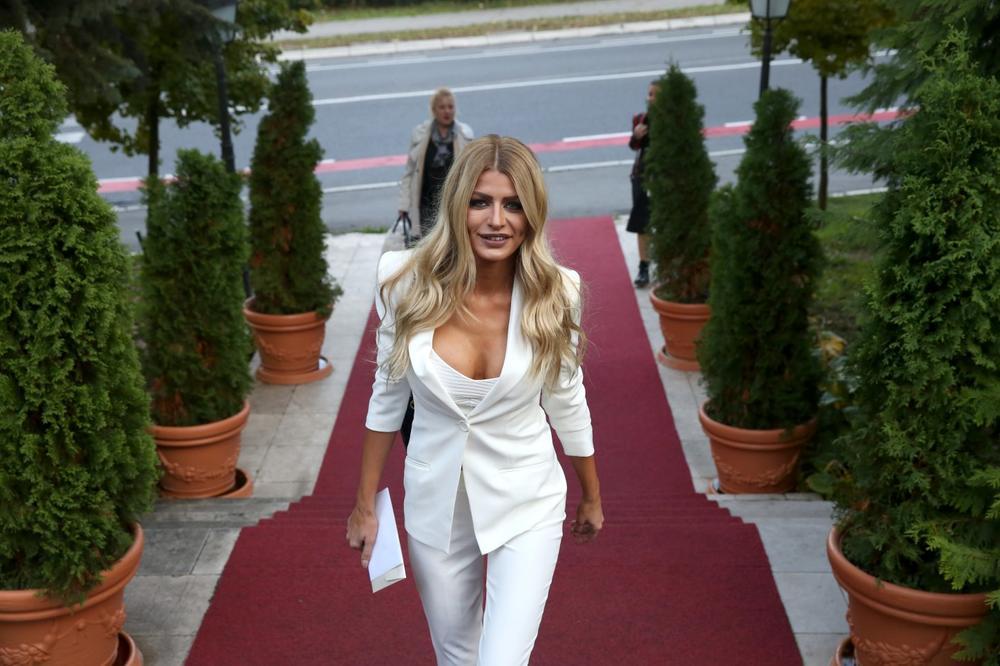 EVO KAKO IZGLEDA SIN LEPE MANEKENKE: Sandra Obradović dobila Andreja u 34. godini, a zbog OVOGA je najponosnija majka! (FOTO)