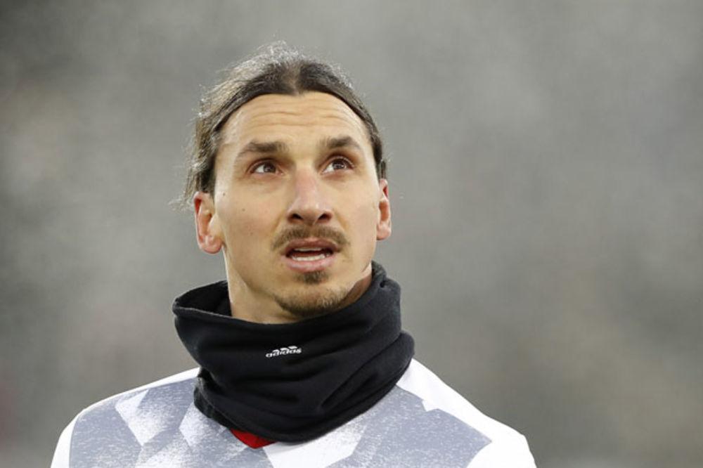 (VIDEO) ŽENE, STIGAO JE DEDA MRAZ: Zlatan Ibrahimović se go valjao po snegu