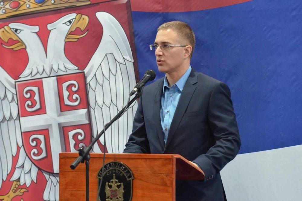 STEFANOVIĆ OŠTRO OSUDIO UPAD FAŠISTA NA TRIBINU: Policija će detaljno ispitati incident