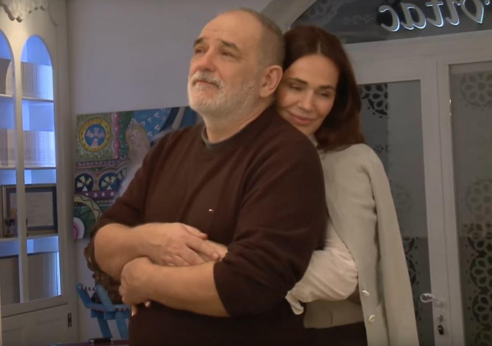 (FOTO) ON JE BIO VOJNIK, A ONA U BELOM Ovako su izgledali Olivera i Đorđe Balašević pre 37 godina!