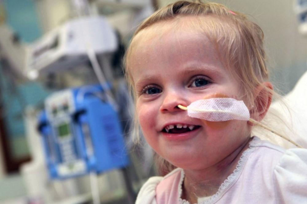 Lekari ništa nisu mogli da urade za devojčicu (3): Čudo na Božić pamtiće zauvek! (FOTO)