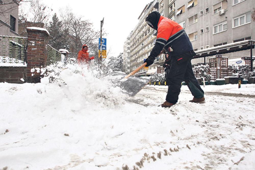 AKCIJA POSLE HAOSA: Počelo čišćenje snega u Beogradu
