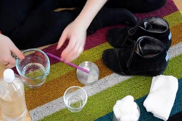 (VIDEO) OVO VAM JE SAD POTREBNIJE NEGO IKAD: Evo kako da se rešite tragova soli na obući!