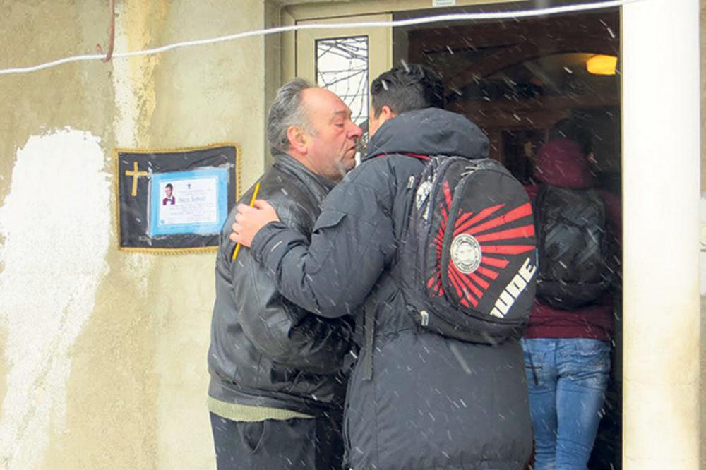 Saučešće... Nikolini drugovi juče u kući Đorđevića