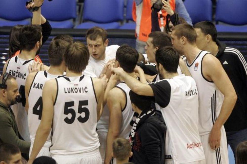 (VIDEO) MUKE CRNO-BELIH: Partizan serijom 18:2 tek u poslednjem kvartalu slomio Vršac