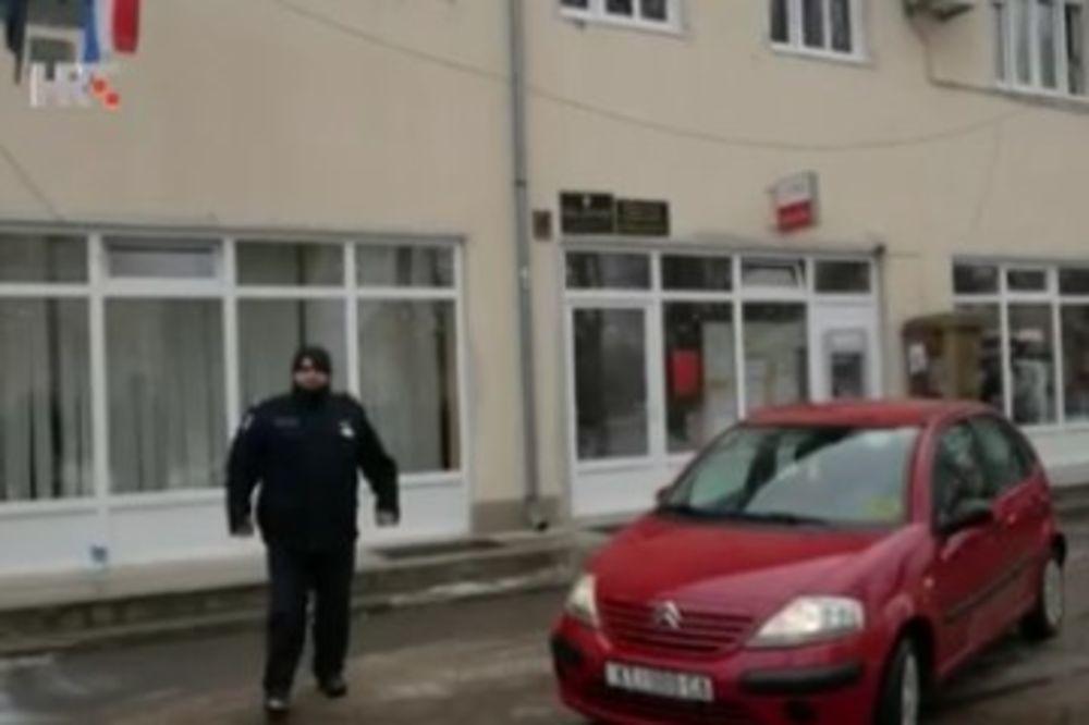 Policija je došla kad je napadač već odlazio u crvenim kolima (Foto: Printscreen Hrvatska uživo)