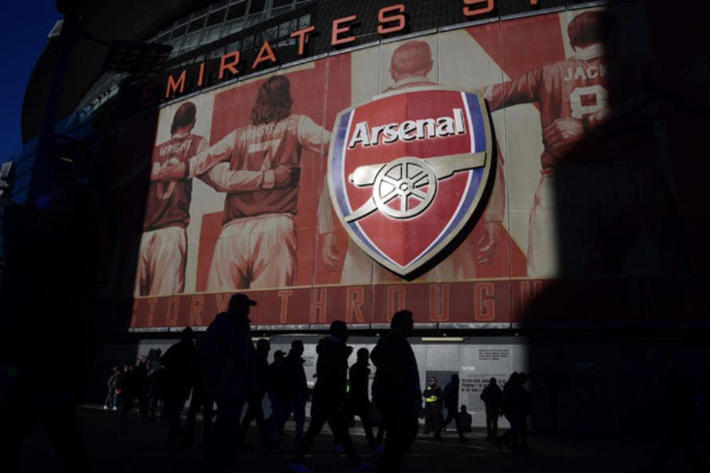 NUDI 1,1 MILIJARDU EVRA: Usmanov želi da otkupi akcije Arsenala od Krenkea