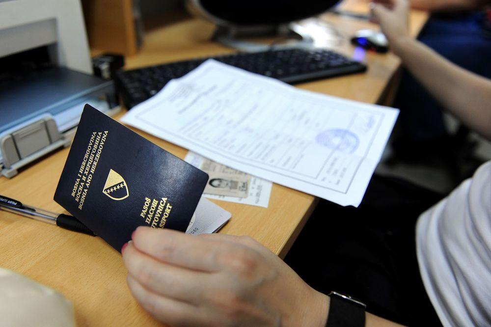 RTRS: Čak i kad bi danas bio raspisan novi tender, pasoša ne bi bilo do jeseni (Foto: Profimedia)