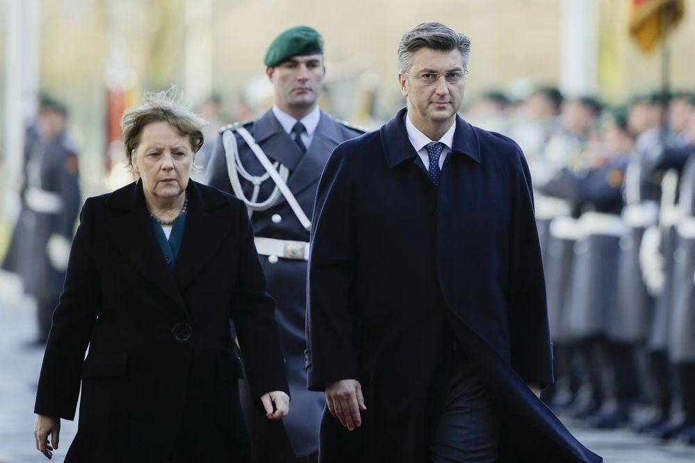 Andrej Plenković sa Angelom Merkel Foto: AP