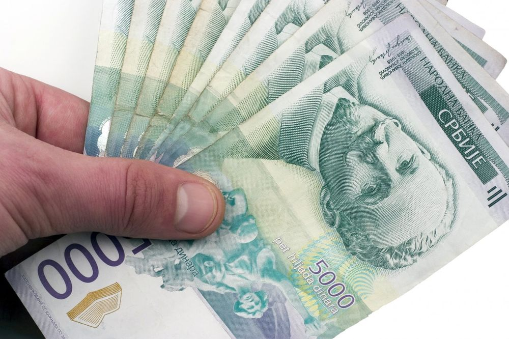 SRPSKA VALUTA MIRUJE: Evro danas 123,62 dinara