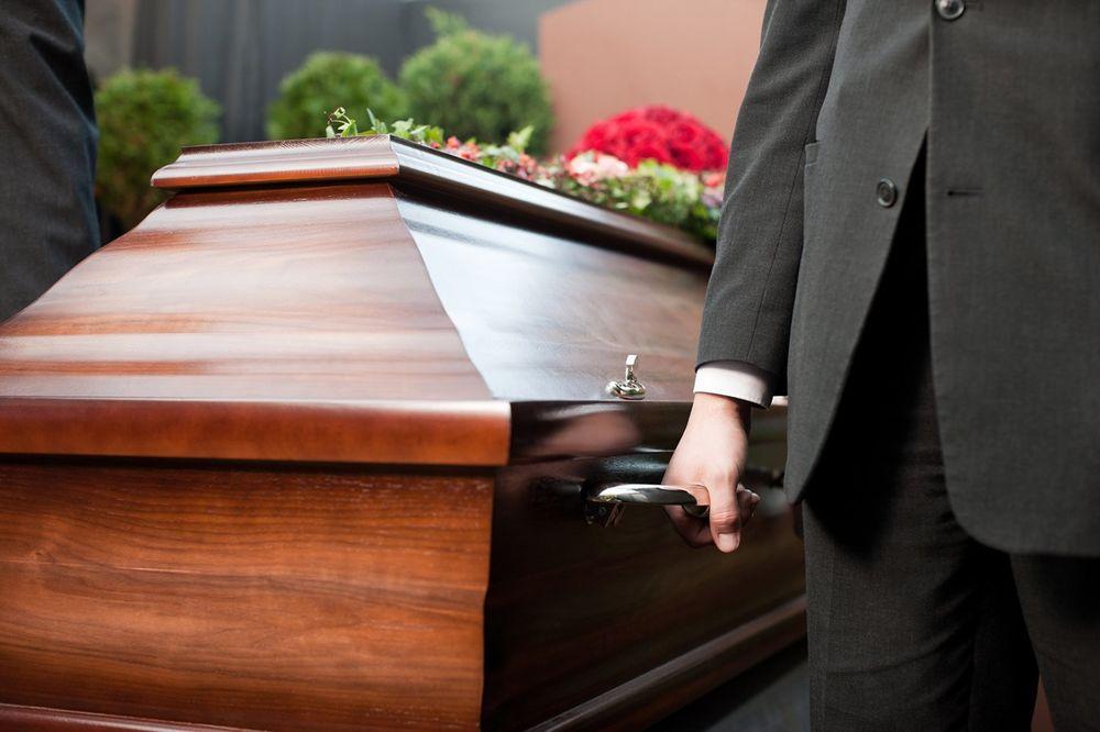 SKANDAL NA GROBLJU U HRVATSKOJ: Pogrebnici odneli pokojnika, ostavili otvoren kovčeg