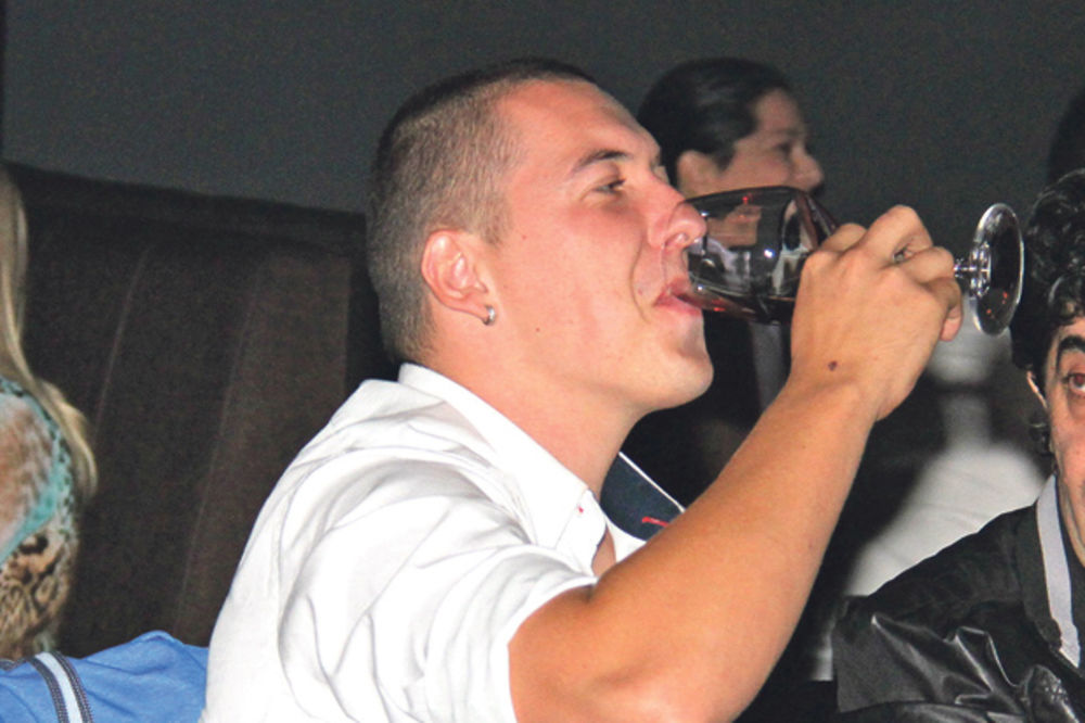 POZNATI PEVAČ ŽELI DA SE REŠI NAJVEĆEG POROKA: Amar Gile na odvikavanju od alkohola!