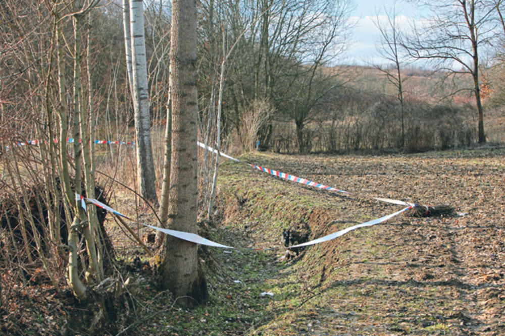 Policijska traka... Kanal u kojem je pronađen Marinin leš