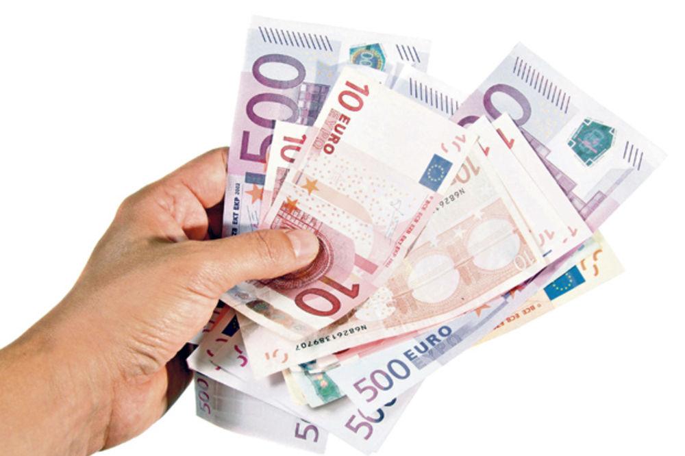 NEZNATNA PROMENA: Za evro danas 124,005 dinara