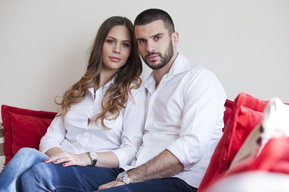 (FOTO) NAJSLAĐI ORKESTAR NA SVETU: Pogledajte Zvezdinog košarkaša Branka Lazića sa suprugom i ćerkom