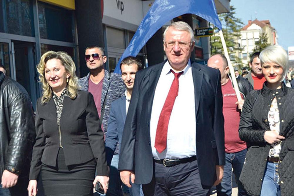 KANDIDATI U KAMPANJI: Vojislav Šešelj obišao Moravički okrug: Pogubna ekonomska politika