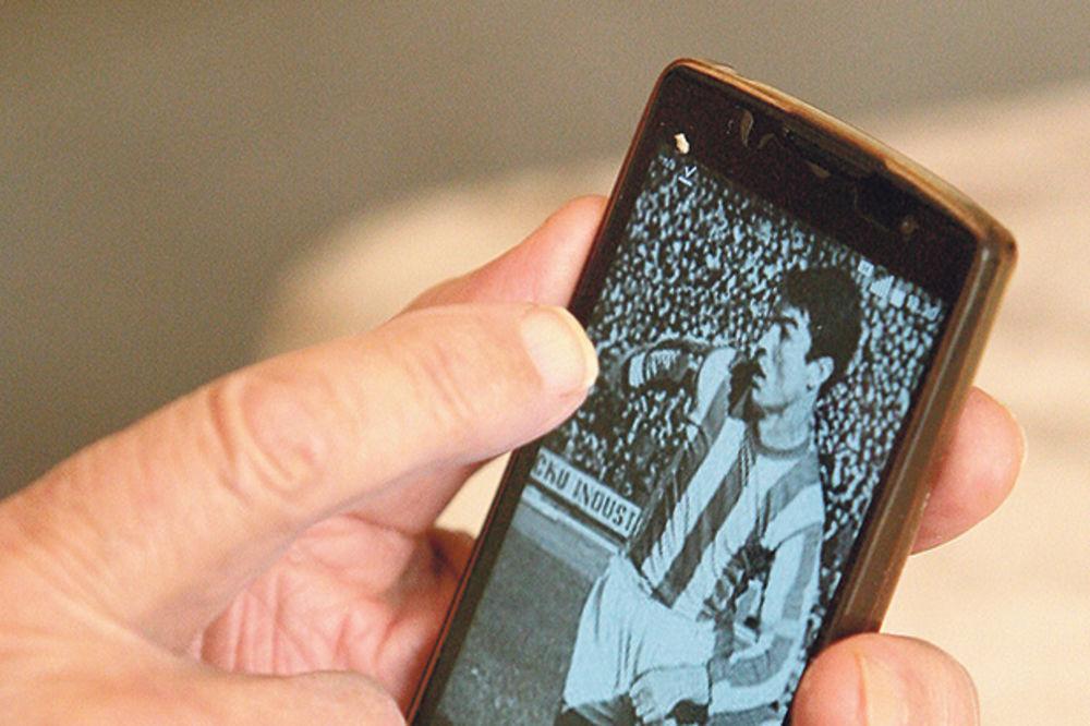 Šeki u telefonu drži svoju sliku, Dragoslav Šekularac, Slobodan Penezić Krcun, Aleksandar Ranković ,Crvena zvezda, Juventus, fudbal, karijera