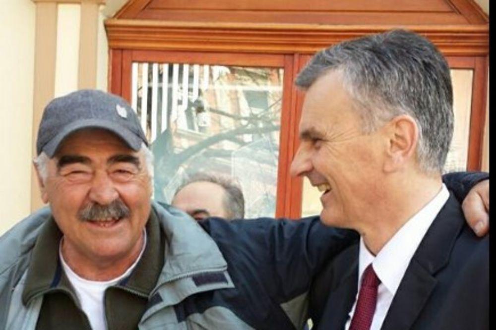 (FOTO) STAMATOVIĆ U KAMPANJI U NOVOM SADU: Neću dozvoliti promenu Ustava Srbije