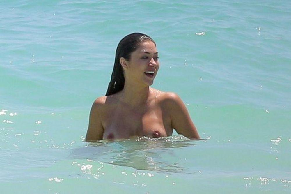 Slike gole na plazi Gola Svetlana