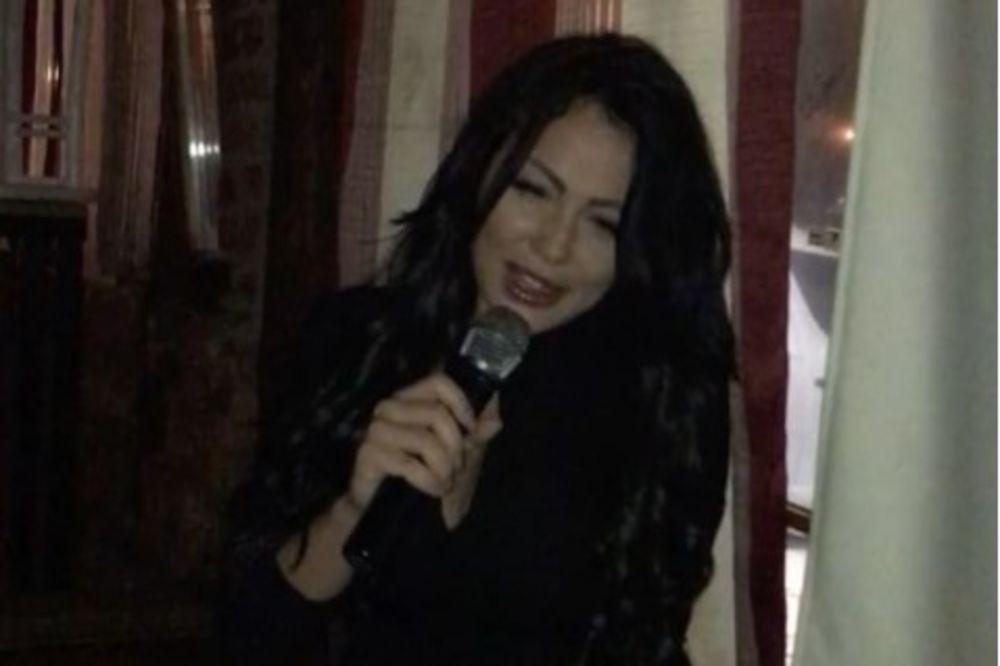 (VIDEO) TAMARA ĐURIĆ PUSTILA GLAS: Zapevala prezahtevnu pesmu i svi ZANEMELI!