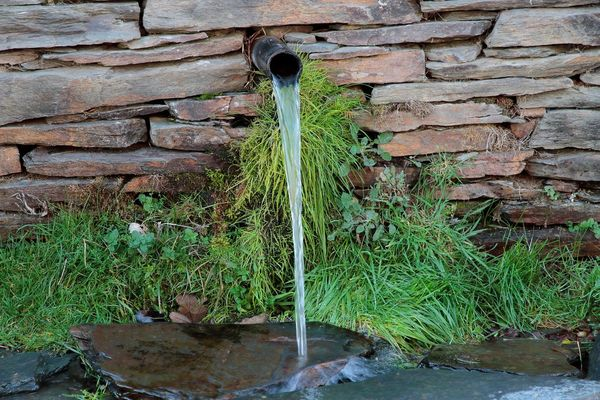 KUPIO KUĆU, PA DOBIO IZVOR GRATIS: Ispod kuće u Ljeskovnici kod Žepča, izvire termalna voda