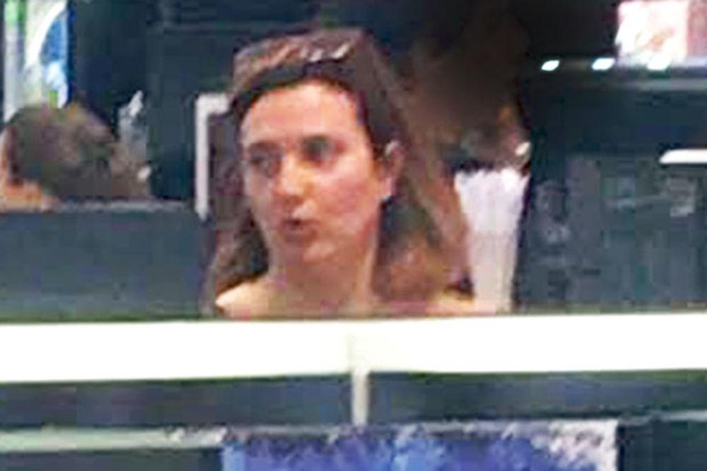 (FOTO) PRAVO LICE SRPSKE GLUMICE: Milica Milša kupuje šminku