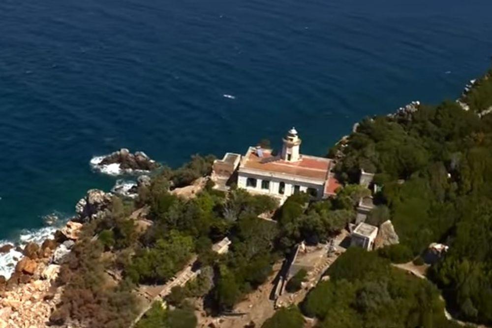 (VIDEO,FOTO +18) OSTRVO ORGIJA NALAZI SE U ITALIJI: Bogataši bi se redovno skupljali i odavali bludu