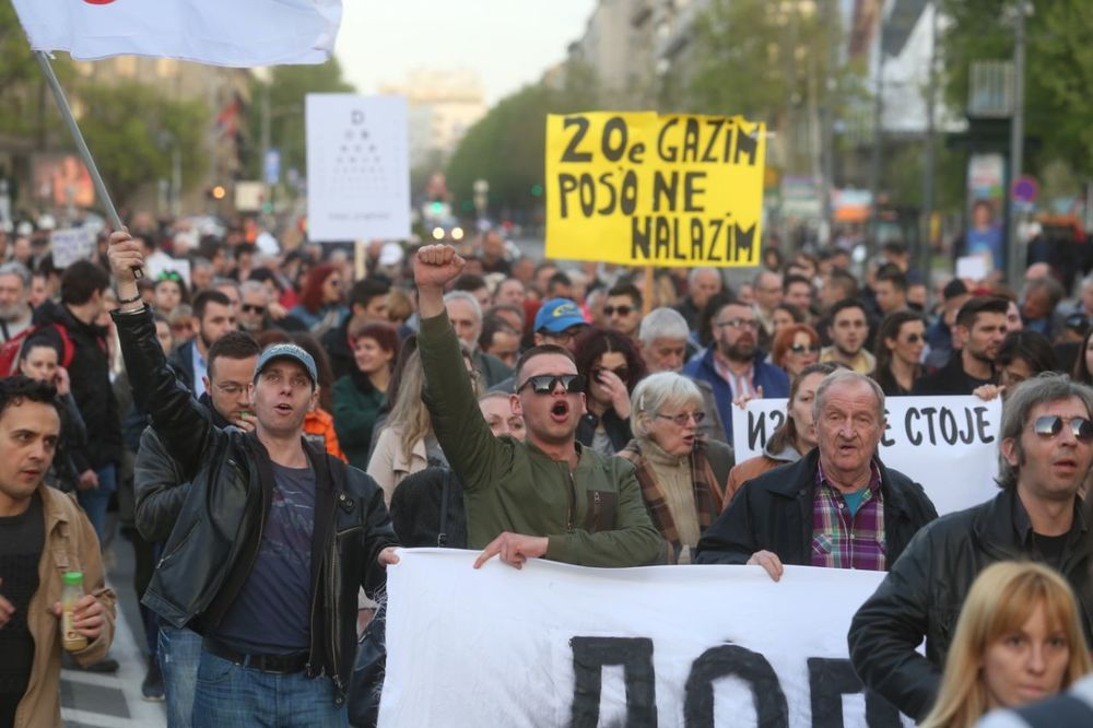 (VIDEO) PROTESTI, 22. DAN: Šetnja, pa  performans na Terezijama, NOVI PROTEST SUTRA U 18 U SAVAMALI