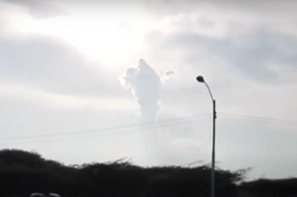 (VIDEO) SNIMAK KOJI JE ZAPREPASTIO SVET: Pred hiljade VERNIKA na nebu se ukazao ISUS