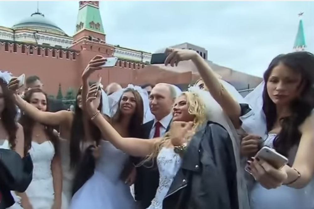 Putin i manekenke, Foto: Printscreen/ Youtube