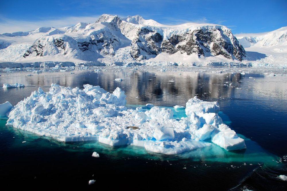 Led na Antarktiku takođe je skladište praistorijskih virusa i bakterija (Foto: Profimedia)