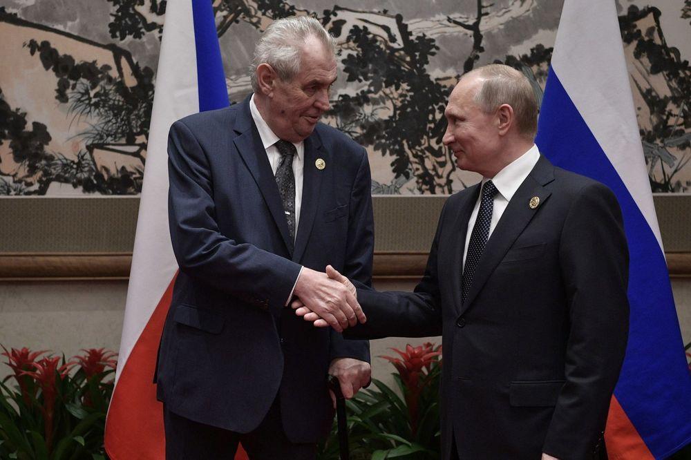 NOVINARE TREBA LIKVIDIRATI: Mikrofon ostao uključen, snimljen šokantan razgovor Putina i Zemana!