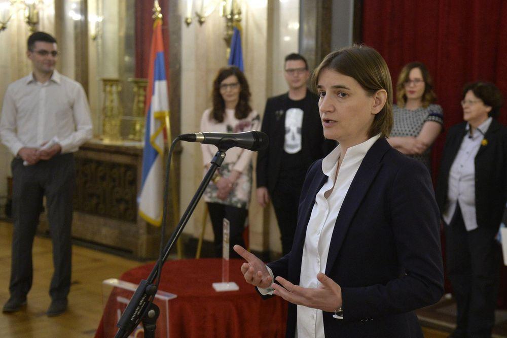SVEČANOST U SKUPŠTINI GRADA: Ana Brnabić dobitnica nagrade Duga