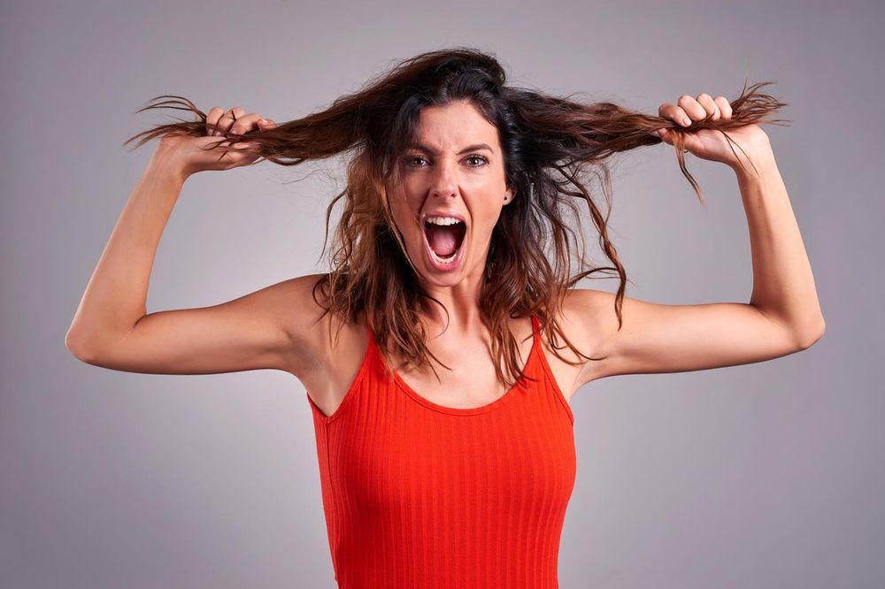 PREVARENA ŽENA MOŽE SVE: Našla je iskorišćene kondome u suprugovim kolima, pa uradila nešto užasno!
