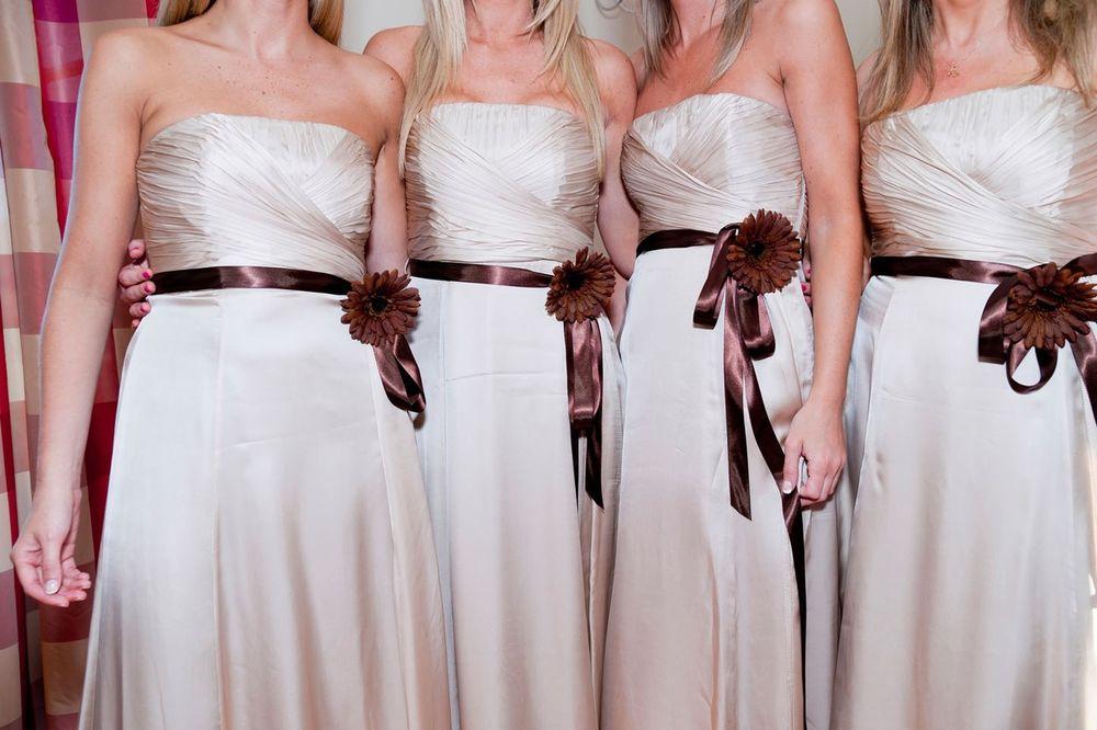 NIJE NIMALO ROMANTIČNO: Razlog zašto deveruše imaju iste haljine je jeziv i zgrozićete se
