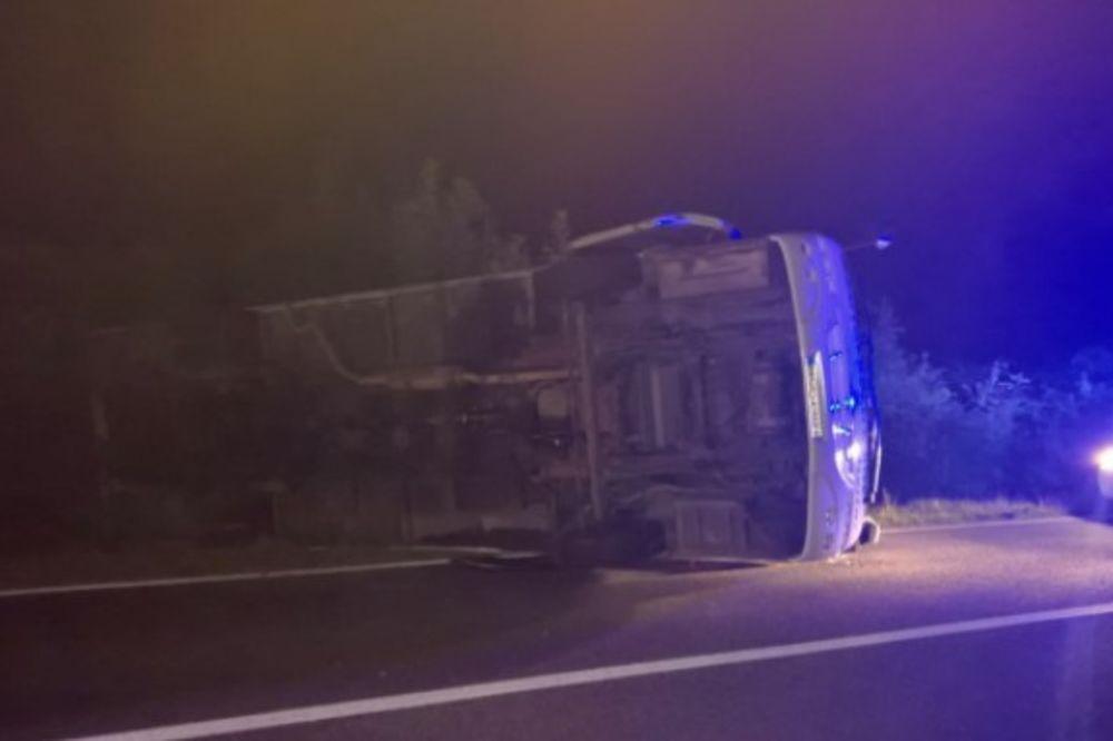 NESREĆA KOD MOSTARA: Prevrnuo se autobus nedaleko od tunela Salakovac