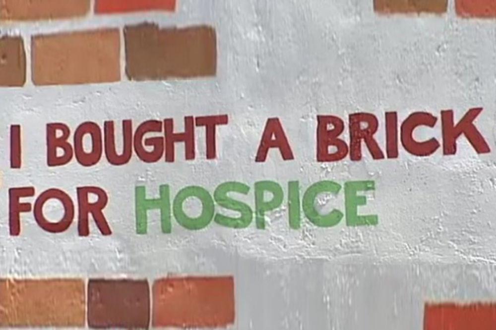 DIPLOMATE I BIZNISMENI SIMBOLIČNO KUPOVALI CIGLE: Sakupljeno preko 7.000 evra za prvi hospis