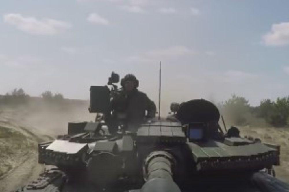 (VIDEO) POROŠENKO ŠALJE LEPOTANE NA FRONT: Tenkovi T-80 kreću na Donbas!