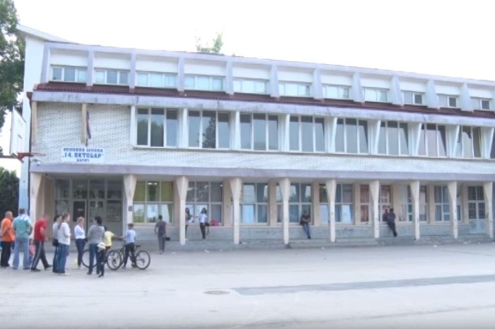 (VIDEO) INCIDENT U ŠKOLI U BARIČU: Roditelji u panici, zatekli đake prvake zaključane u učionici?!