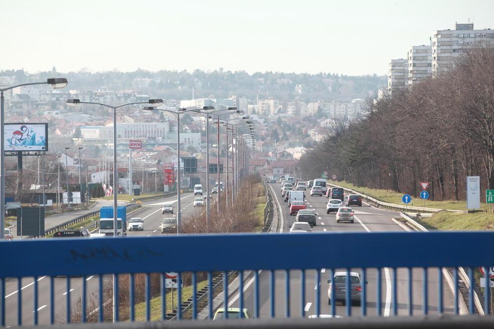 VOZAČI, SMANJITE GAS: Umeren intenzitet saobraćaja, oprez zbog kiše i vetra