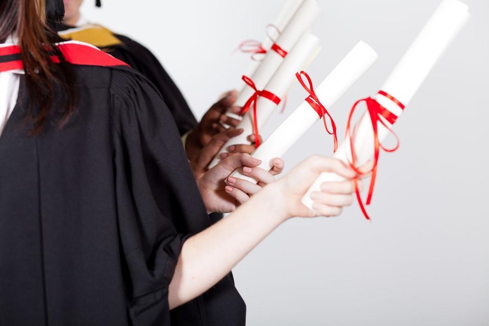 SRBIJA ZEMLJA U KOJOJ NAJBOLJE USPEVAJU DOKTORI NAUKA: Broj doktoranata skočio 880 ODSTO!