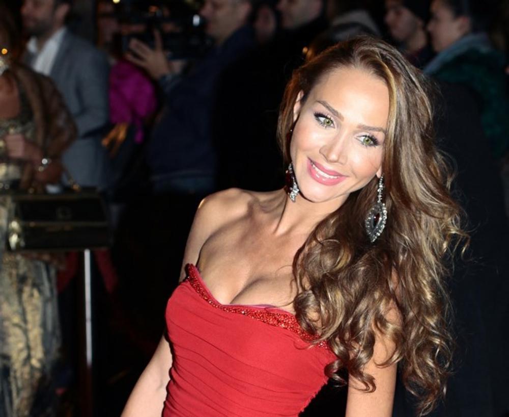 DECENIJA LJUBAVI: Pevačica, koja je udata za najbogatijeg Srbina, danas ima poseban razlog za sreću!