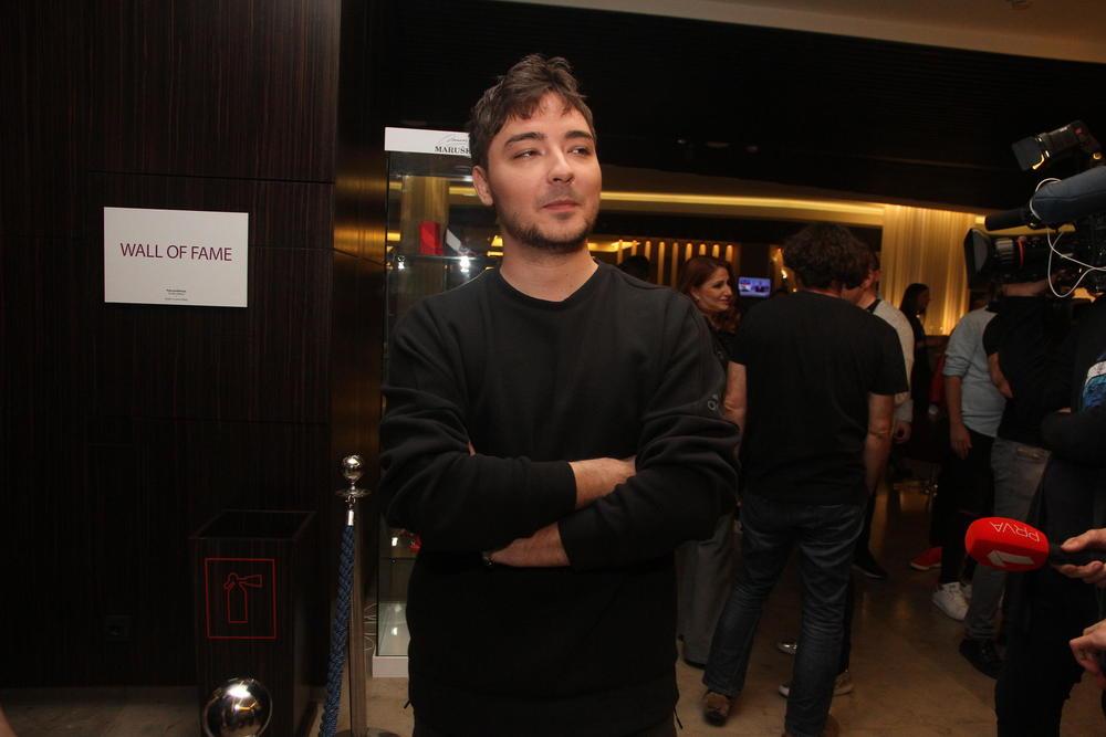 (KURIR TV) PAPARACO Milan Stanković iznenadio: Ne glumi veliku zvezdu, evo šta radi na pumpi