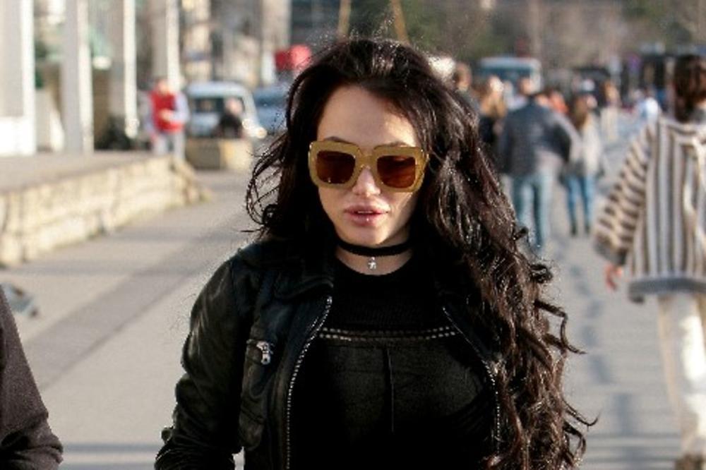 VRATILA SE STARIM NAVIKAMA: Tamara Đurić prvi put u provodu nakon 4 meseca pakla!