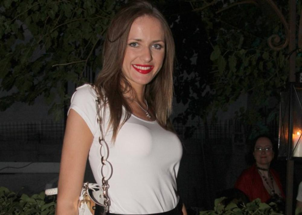 MISICA SE UDALA U PARIZU: Sanja Papić konačno progovorila o dve decenije starijem suprugu!