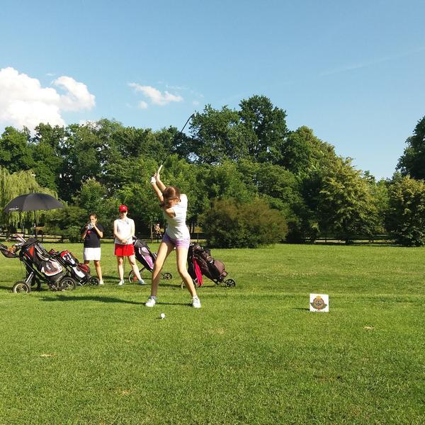 (KURIR TV) PRVI PUT U SRBIJI: Ženski dan golfa održan na Adi Ciganliji